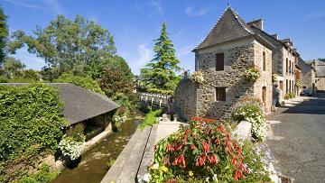 Maison au bord de l'eau a Jugon-Les-Lacs